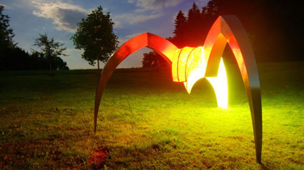 Künstlerische Lichtobjekte am Pool und für Ihre Gartenanlage