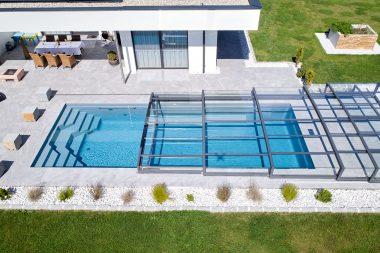 Der Pool Cayo mit einer Schwimmbadhalle von Paradiso