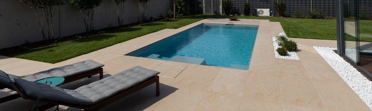 Pool Playa mit praktischem Schwimmblock, ein Pool aus Österreich.