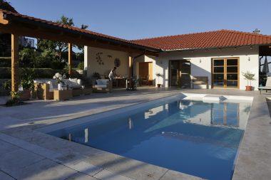 Pool Riva, formschönes Becken mit integriertem Schacht