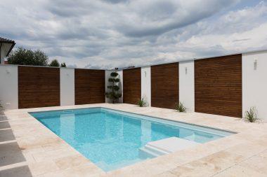 Pool Riva passt perfekt zu mediterranen Garten- und Terrassenanlagen
