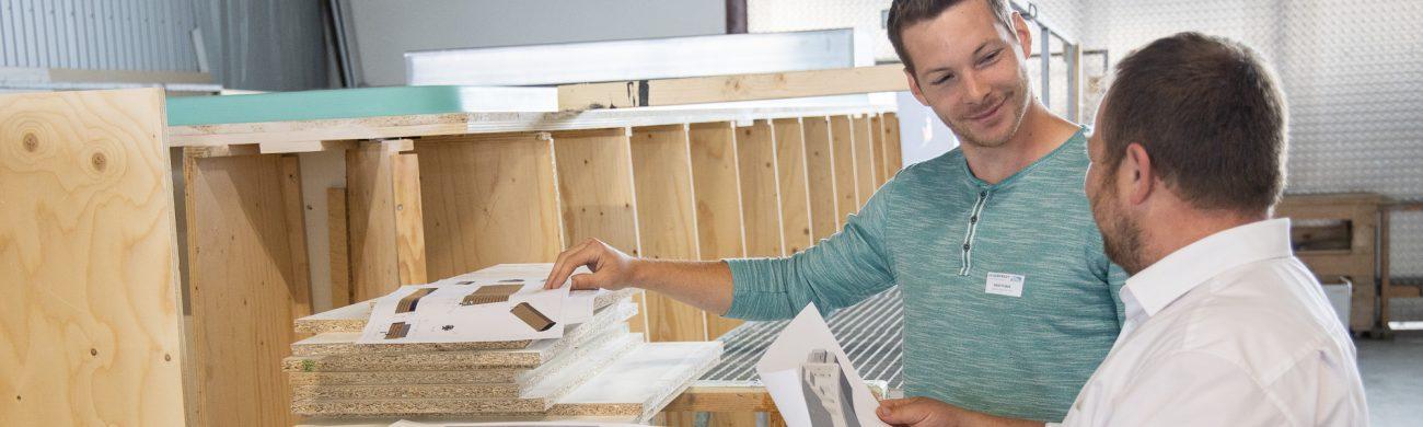Motivierte Mitarbeiter werden für diverse offene Stellen im Unternehmen gesucht