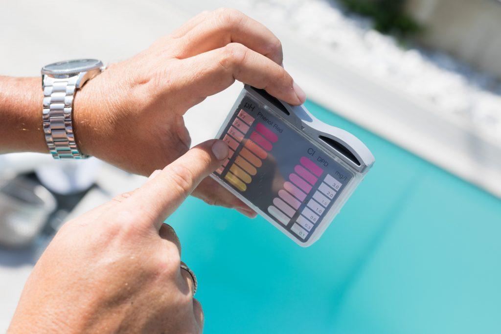 pH WErt im Poolwasser messen