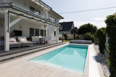 Pool Thelo für schmale Gartenanlagen
