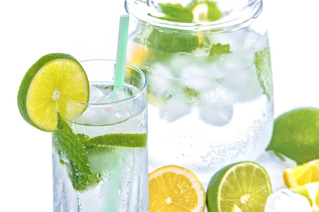 Viel Wasser oder ungesüsste Tees trinken