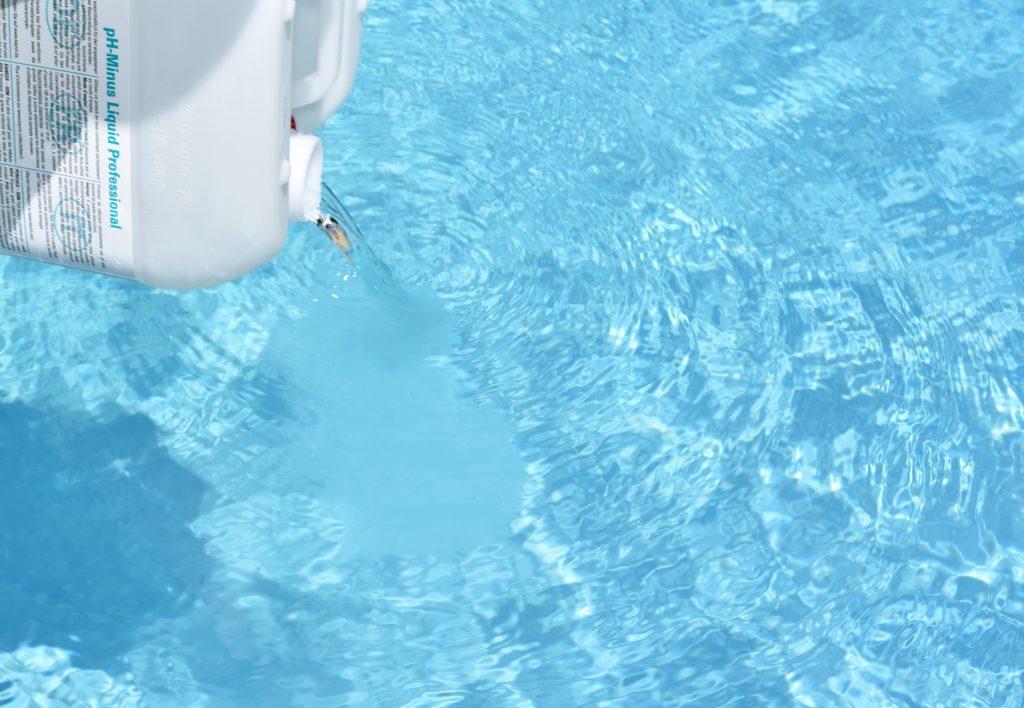 Warum wird das Wasser im Pool grün?