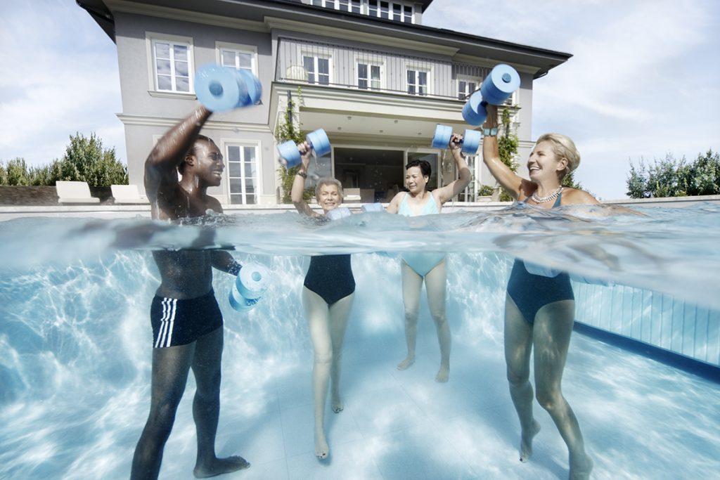 Aquagymnastik ist für jede Altersgruppe eine gelenkschonende Fitnessvariante